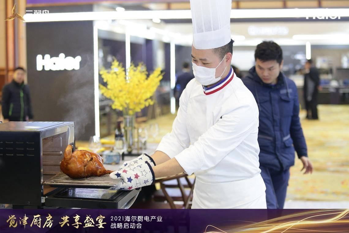 做烤鸭的不是挂炉,,是烤箱!海尔食联网:在家也能吃北京烤鸭