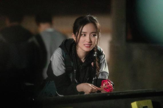 《密室大逃脱3》邓伦解题逻辑满分刘耀文与NPC对视